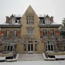 La façade principale sous la neige